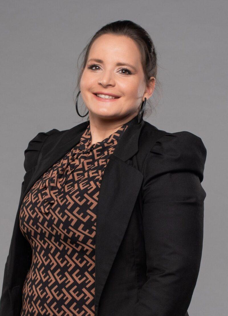 ksenija-bulatovic-advokat-unaserbica-800x1111.jpg